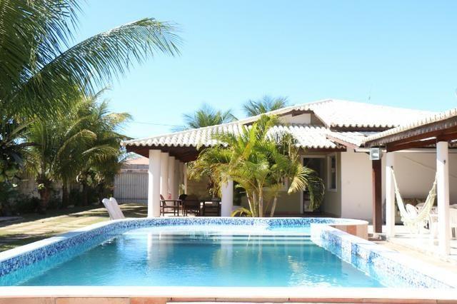 Novembro, feriado em casa de praia, com 5 quartos, piscina e churrasqueira