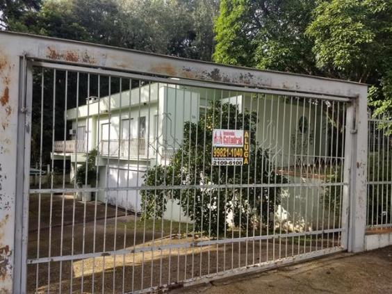 Casa para alugar com 3 dormitórios em , cod:I-024171