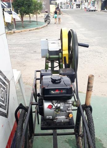 Máquina de moer cana (marca toyama motor a gasolina 4 tempos 0hv