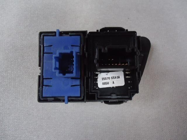 Interruptor Retrovisor Elétrico / Porta-Malas Kwid 2018 - Foto 2