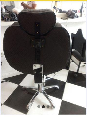 2 Cadeira de cabeleireiro reclinavel e lavatório