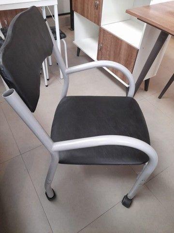 Promoção!!! Cadeira de escritório c/ rodinhas! - Foto 3