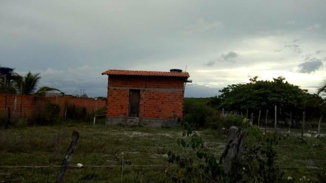Vendo terreno com uma casa pequena dentro. Preço negociável! - Foto 3