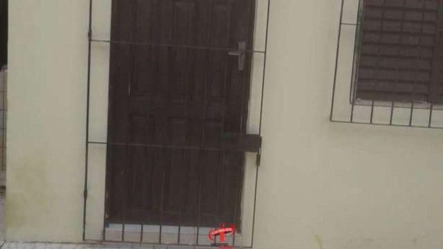 vende-se duas casas no mesmo lote, cada uma dispõem de 02(dois) quartos - Foto 2