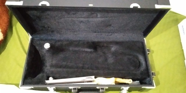 Trompete Eagle Em Sib Tr504 com Hard Case E Bocal - Foto 5