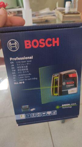 Nível laser Bosch verde.