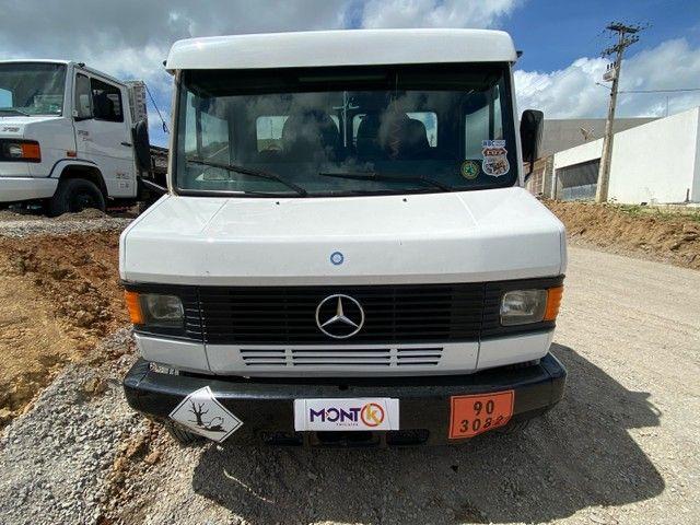 Mercedes-Benz 710 2006 tanque; MontK caminhões anuncia