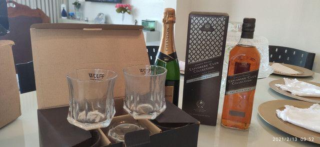 Combo (3 em 1) Whisky Jhonnie Walker + Chandon Réserve Brut + Copos de Whisky (Cristal)