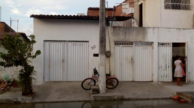 Casas no centro de Maracanaú , ampla ,perto do shopping , supermercado etc .