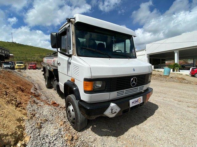 Mercedes-Benz 710 2006 tanque; MontK caminhões anuncia - Foto 2