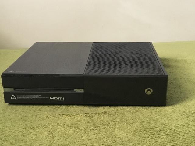 Xbox One 500 GB + Controle Sem Fio + Headset com Fio