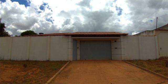 Casa 4 quartos | Piscina e ampla espaço de garagem | R$ 750 mil - Foto 2