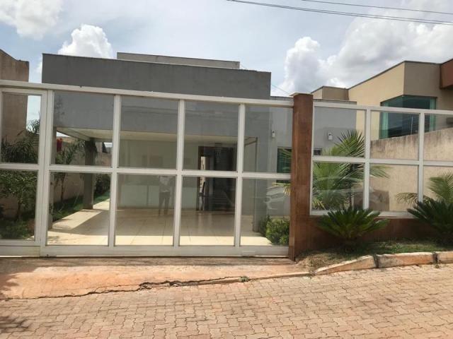 Excelente casa de condomínio, 3 quartos (2suítes), piscina, Quadra 06, Arniqueiras