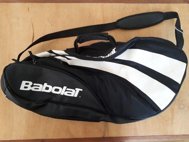 Raqueteira Babolat Semi Profissional- Semi nova - Cabe 5 raquetes + tênis + acessórios - Foto 2