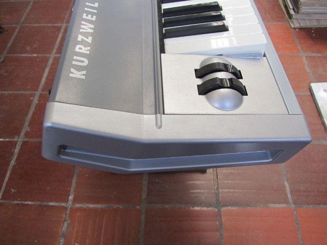Kurzweil SP-2 parcelo cartão/ML aceito arranjador com ritmos - Foto 3