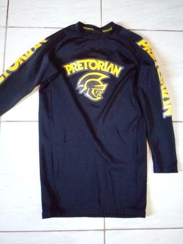 Desapego camisa rashguard pretorian tam G treino academia Jiu-Jitsu - Foto 2