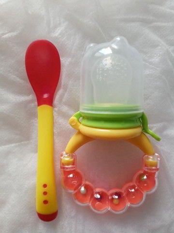 Chupeta alimentadora+colher de silicone - Foto 3