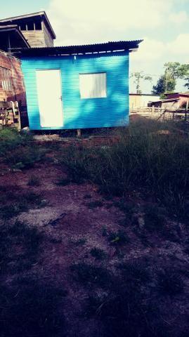 Terreno com uma pequena casa
