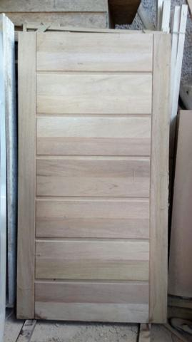 Porta maciça em madeira de lei ( cedro arana)