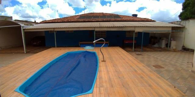 Casa 4 quartos | Piscina e ampla espaço de garagem | R$ 750 mil - Foto 5