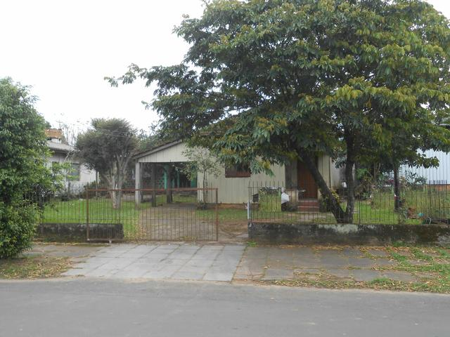 Vendo terreno com casa no bairro Lira
