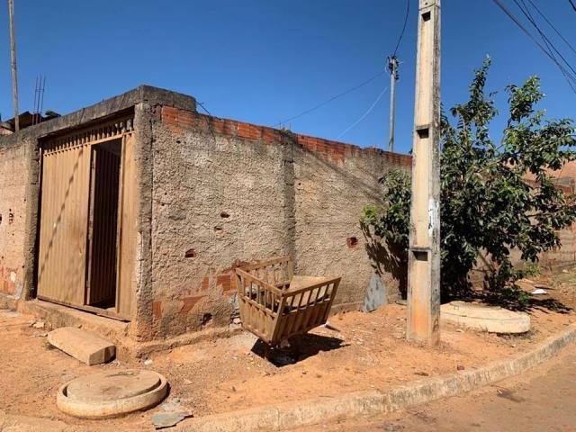 Casa 2 quartos, lote de esquina, QR 1029, próximo ao terminal rodoviário, Samambaia - Foto 2