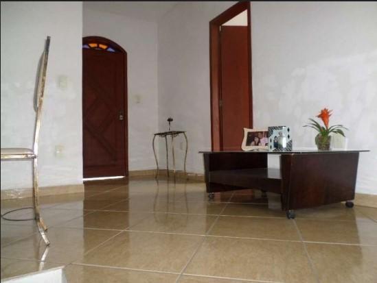 Casa colonial, 3 quartos, suíte, 4 vagas, varanda