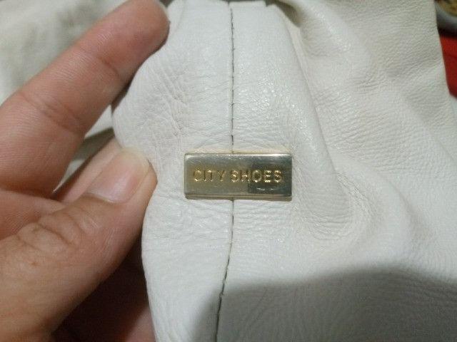 Bolsa Grande City Shoes Couro Legítimo (Semi nova) - Foto 3