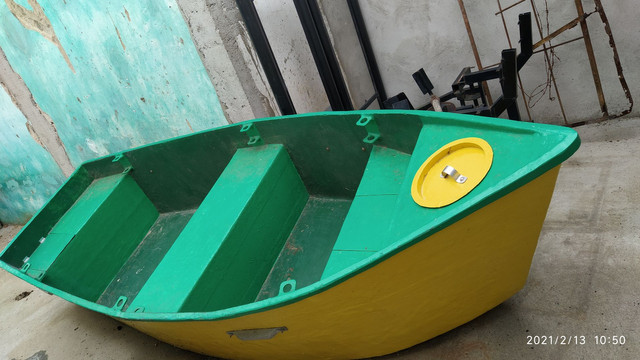 Barco pra pesca e passeios
