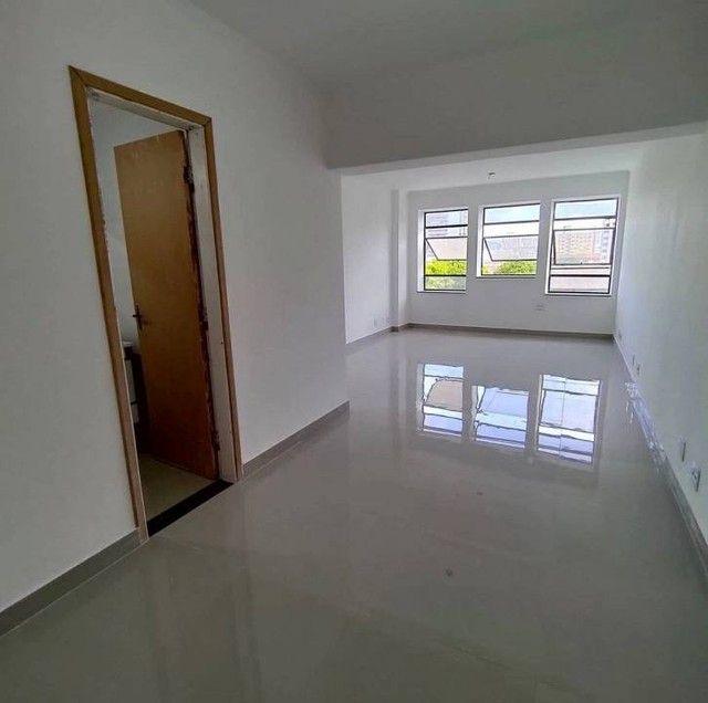 Sala/Conjunto para aluguel possui 36 metros quadrados em Vila Mathias - Santos - SP