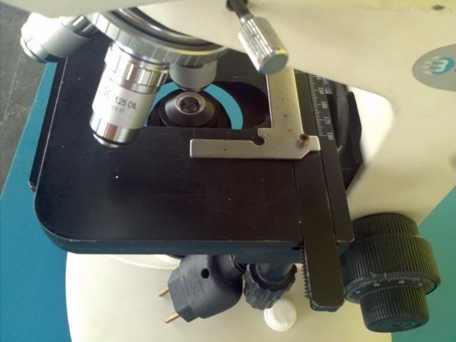 Microscopio Bioval 2000
