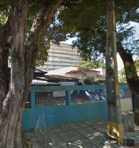 Casa com várias salas, 2 wc's, 1 suíte, quintal amplo