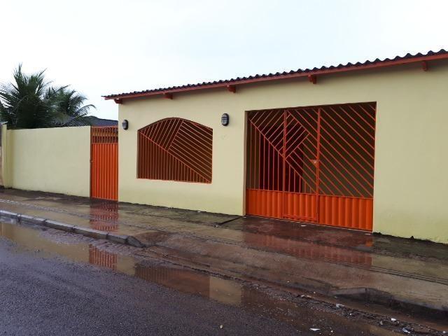 Aluga-se casa no loteamento Santo Afonso, bem localizada e rua asfaltada
