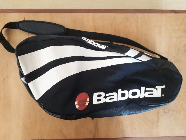 Raqueteira Babolat Semi Profissional- Semi nova - Cabe 5 raquetes + tênis + acessórios