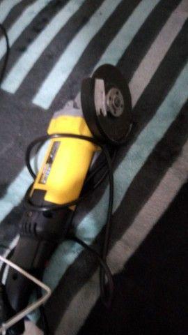 esmerilhadeira angular 110 voltz - Foto 2