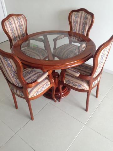 Mesa com cadeiras luis XV