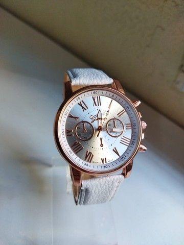 Relógio Feminino Geneva de Couro (Promoção)