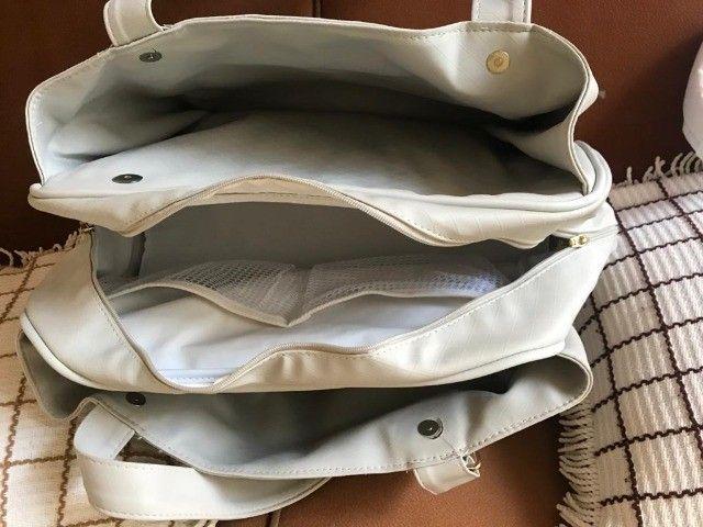 Bolsa Maternidade/Passeio de Couro Off White - Foto 4