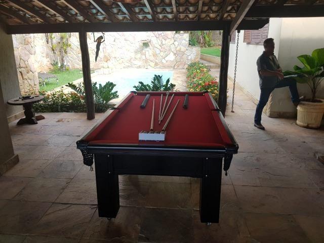 Mesa Madeira de 6 Pés Cor Preta Tecido Vermelho Mod. LHIW5608 - Foto 2