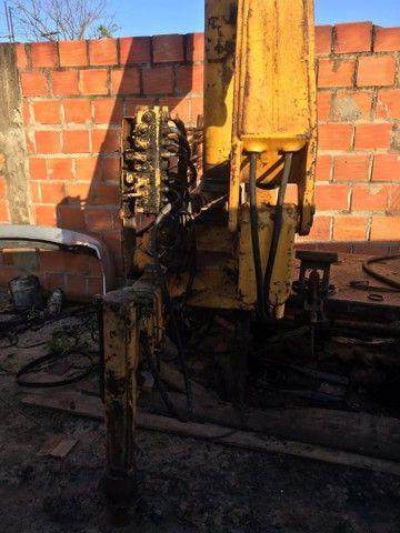 Munck hidrogu 3 toneladas  - Foto 2