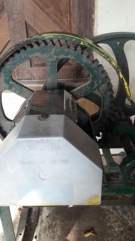 Maquina de caldo de cana 750 reais entessados contactar 981035403