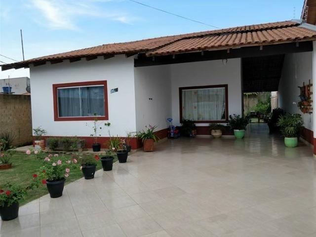 Casa com 1 suíte, 2 quartos, banheiro social, sala, cozinha com móveis planejados