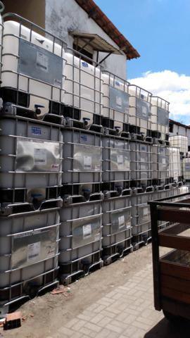 Vendo caixas plásticas de 1.000 litros semi novas - Foto 2