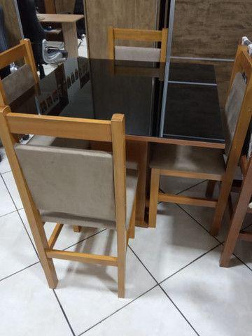 Mesa de vidro com 4 cadeiras - Foto 2