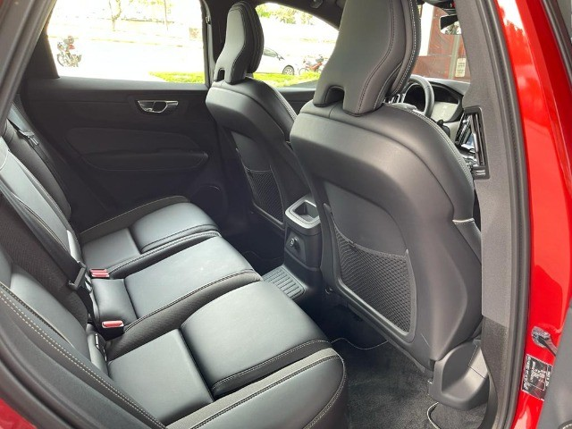 Volvo Xc60 2.0 T8 Hybrid R-Design Awd Geartronic / Único dono! Apenas 19mil Km! - Foto 12