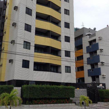Apartamento no Cabo Branco, 2 qts, a 50 metros da praia