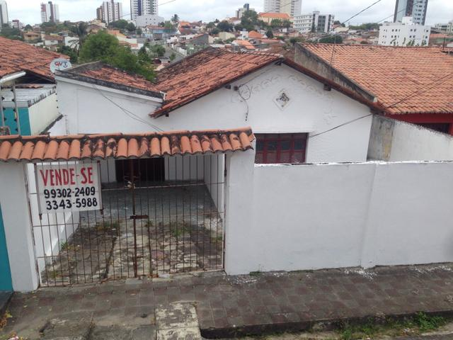 Vende-se casa na subida do alto branco