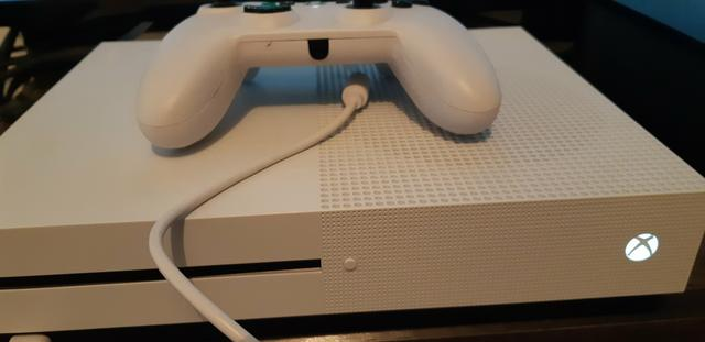 Xbox one s , 500 gb impecavel. 1 controle com fio