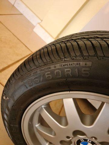Roda original BMW com pneu novo - Foto 3