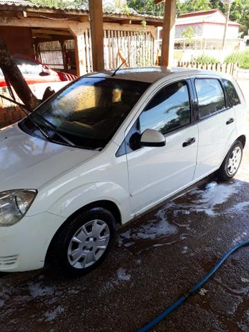 Vendo carro fiesta anos 2005 So liga * moto 8v 1.0